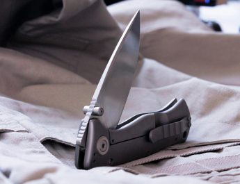 Hawkeye Pocket Knives: Advantages and Disadvantages